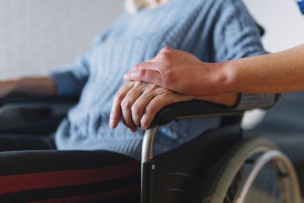 Pour aider les aidants, la majorité LREM met en place dès aujourd'hui un congé rémunéré jusqu'à 3 mois pour aider un proche malade